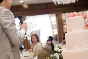 感謝の言葉を!新郎あいさつ「謝辞」のポイント|話し方教室VOAT【結婚式スピーチ対策】